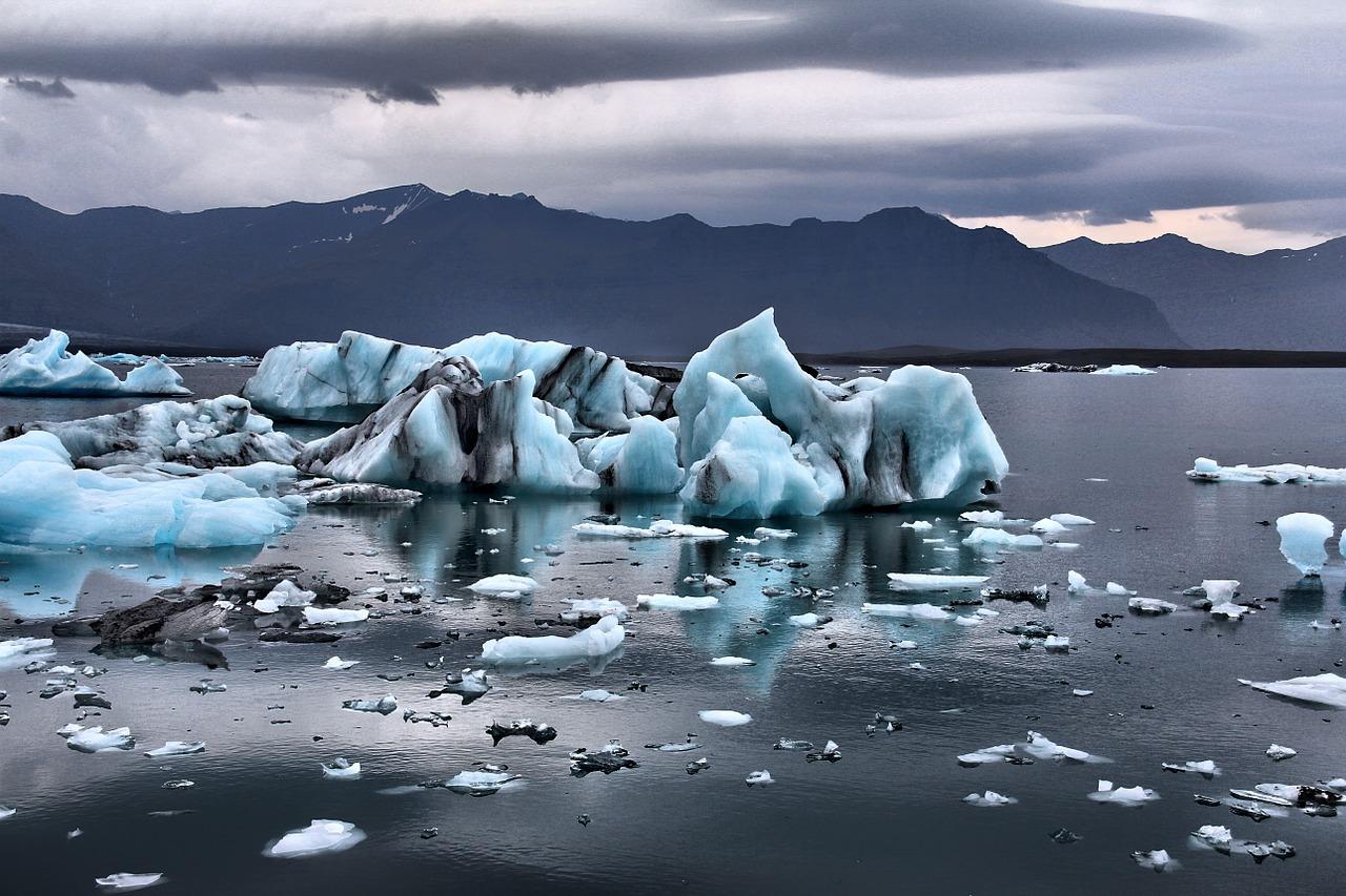 glacier erodes
